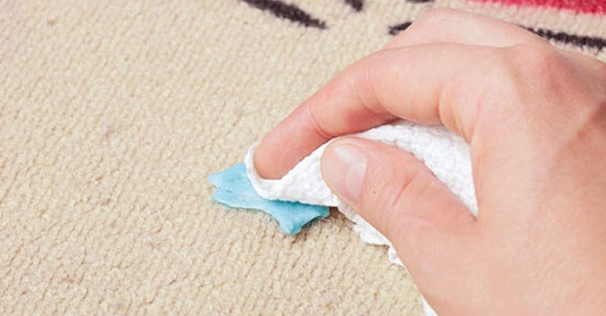 Как убрать белое пятно от жвачки фото